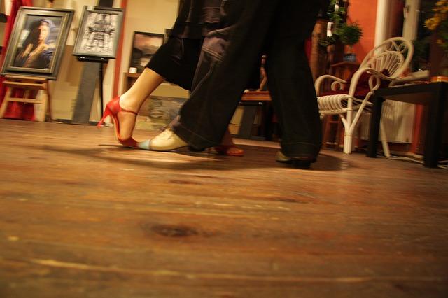 taneční kroky.jpg