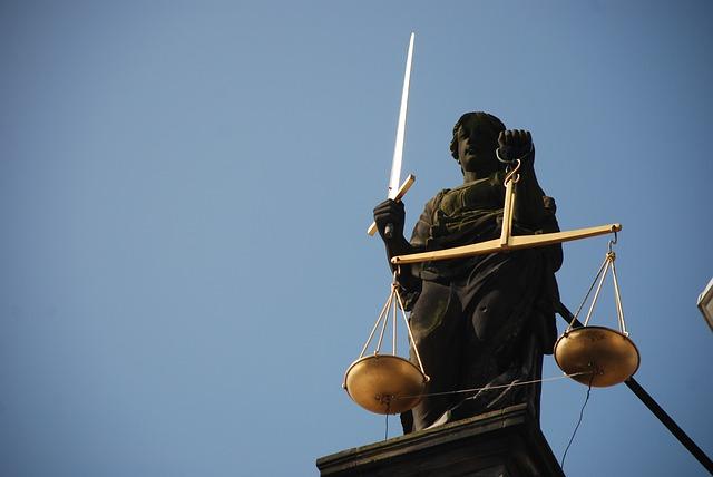 socha s váhou